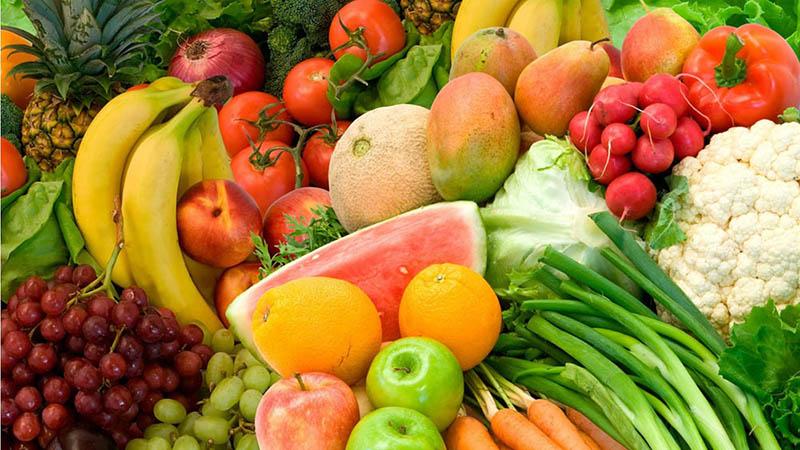 Bổ sung rau quả tươi trong mỗi bữa ăn cung cấp các vitamin có lợi cho hệ miễn dịch