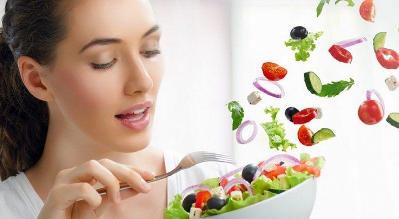 Chế độ ăn uống lành mạnh sẽ giúp bạn hạn chế những biến chứng của bệnh