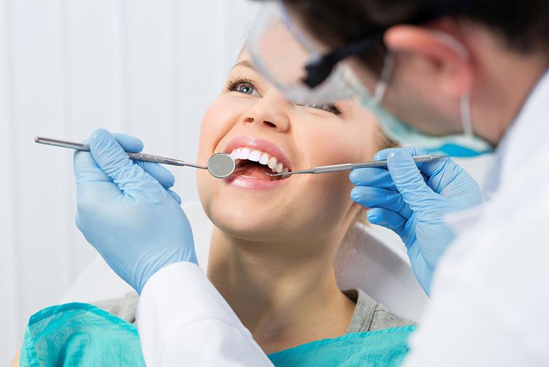 Khám nha khoa định kỳ là biện pháp bảo vệ sức khỏe răng miệng
