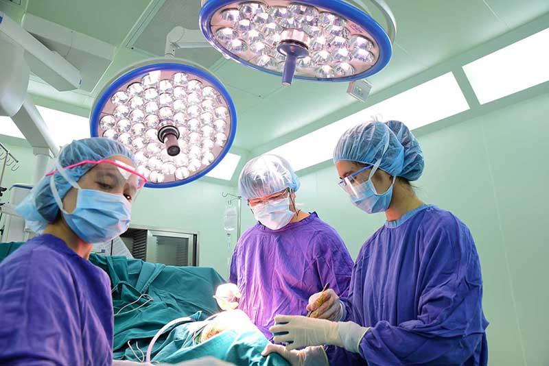 Phẫu thuật là một trong những phương pháp điều trị ung thư nướu