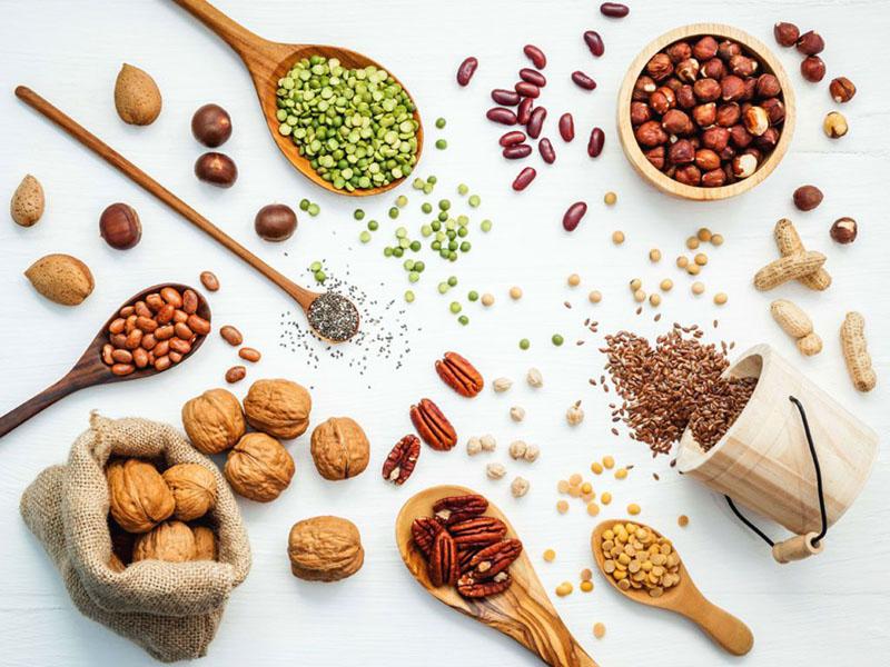 Ăn hạt điều, mè hay các loại đậu giúp làm giảm tình trạng viêm loét