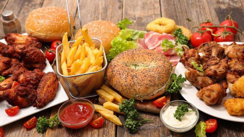 Thức ăn nhanh và nước ngọt có thể chứa các thành phần không tốt cho sức khỏe