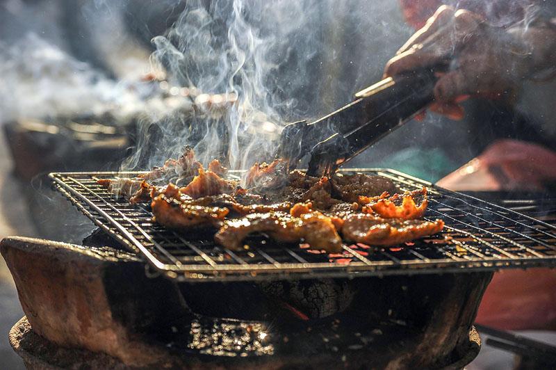 Chế độ ăn uống thiếu lành mạnh, ăn nhiều đồ dầu mỡ là nguyên nhân dễ gây ung thư trực tràng