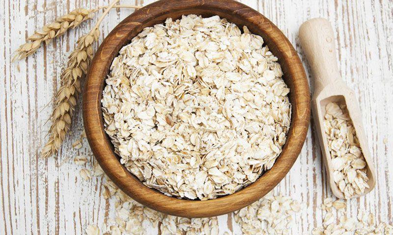 Yến mạch là nguồn thực phẩm có chứa hàm lượng chất xơ cao, có lợi trong việc hỗ trợ điều trị bệnh rối loạn mỡ máu
