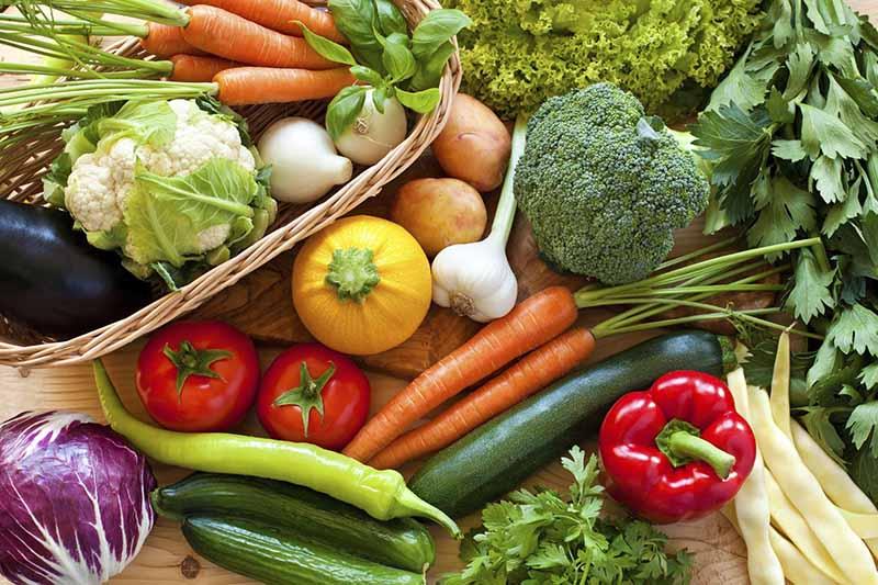 Cách giảm mỡ máu không dùng thuốc - ăn nhiều trái cây và rau xanh