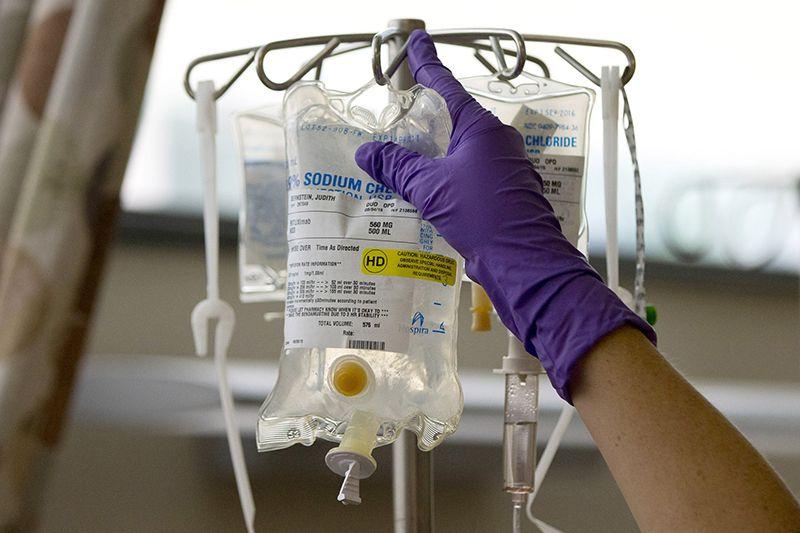 Bệnh nhân được áp dụng điều trị với các loại hóa chất nhằm kìm hãm sự phát triển của khối u ác tính