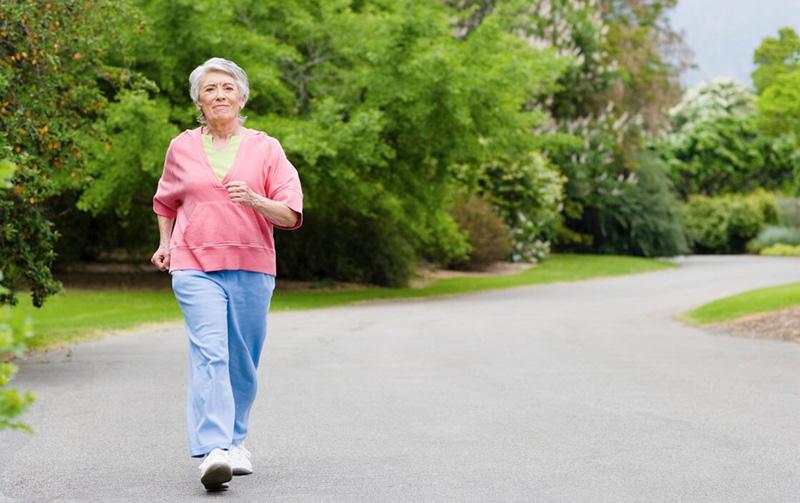 Đi bộ giúp giảm stress và hạn chế tình trạng viêm loét dạ dày