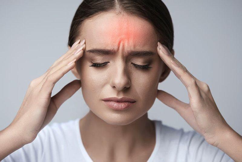 Thường xuyên đau đầu, chóng mặt, hoa mắt là những triệu chứng điển hình của mỡ máu