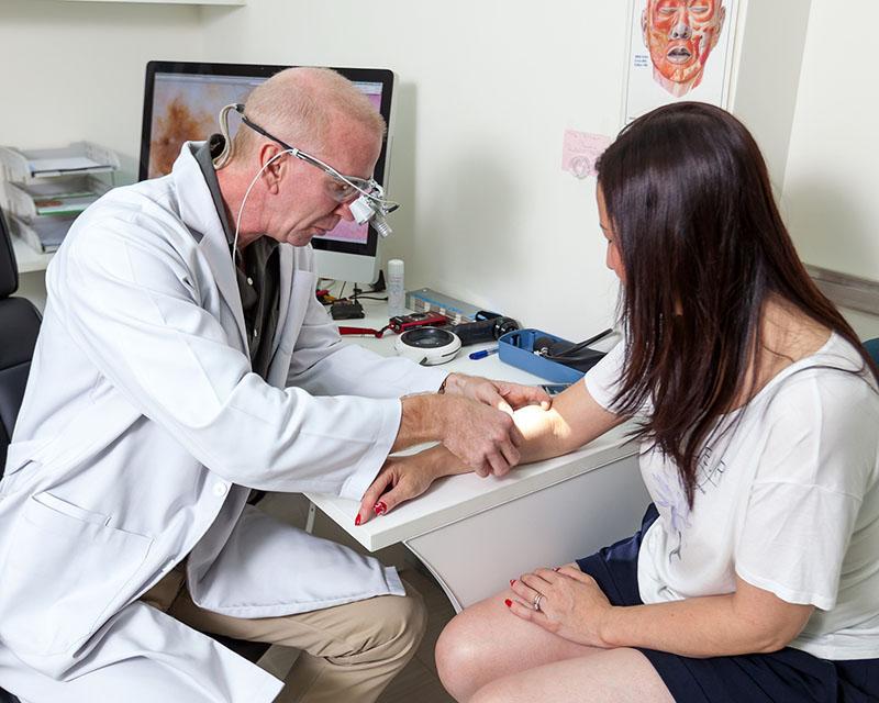 Khám da tổng quát để phòng ngừa ung thư da