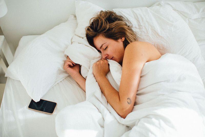 Nghỉ ngơi, ngủ đủ giấc để nâng cao sức khỏe, tăng cường chức năng miễn dịch