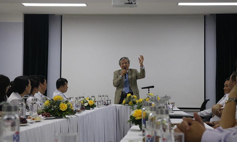 GS-BS Nguyễn Chấn Hùng đang phát biểu trong buổi tọa đàm