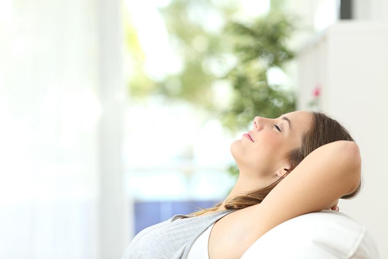 Nghỉ ngơi sau khi tiêm, đặc biệt nếu có dấu hiệu bị sốt