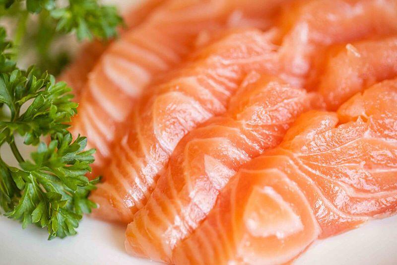 Sử dụng cá hồi trong bữa ăn hằng ngày giúp giảm mỡ trong máu hiệu quả