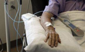 Những tác dụng phụ của hóa trị xạ trị ung thư là gì?