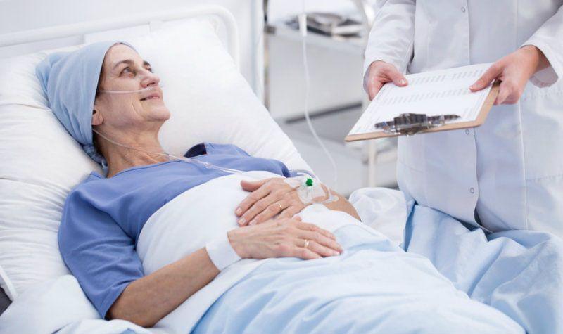 Giữ tinh thần lạc quan cũng là cách để bệnh nhân chống chọi với ung thư
