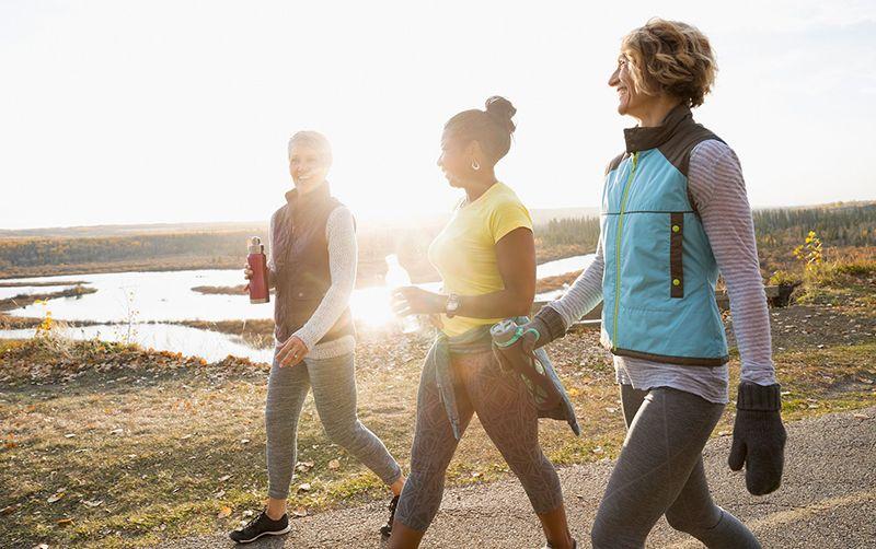 Đi bộ mỗi ngày sẽ giúp bạn hạn chế nguy cơ mắc các bệnh lý tim mạch