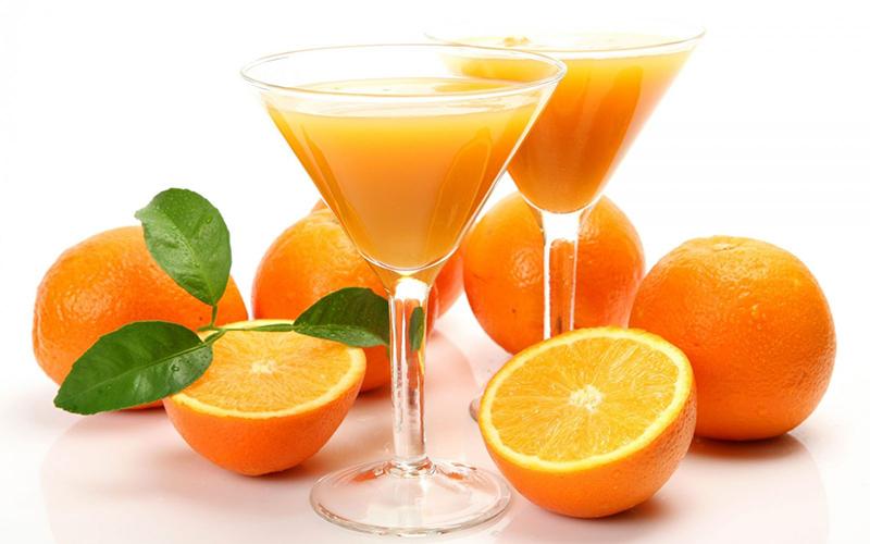 Nước cam là loại thức uống tăng sức đề kháng quen thuộc của mọi người
