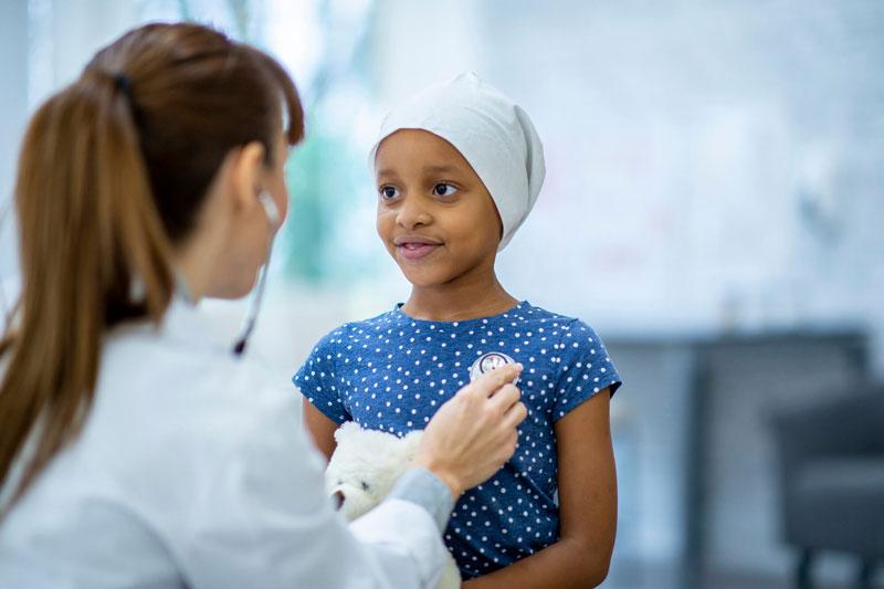 Trao đổi và hỏi ý kiến các bác sĩ để vượt qua các tác dụng phụ hóa trị.