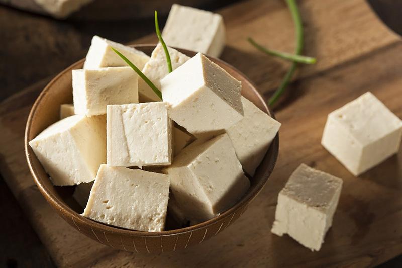 Đậu hũ là thực phẩm có nhiều công dụng hữu ích trong vấn đề ung thư dạ dày nên ăn gì
