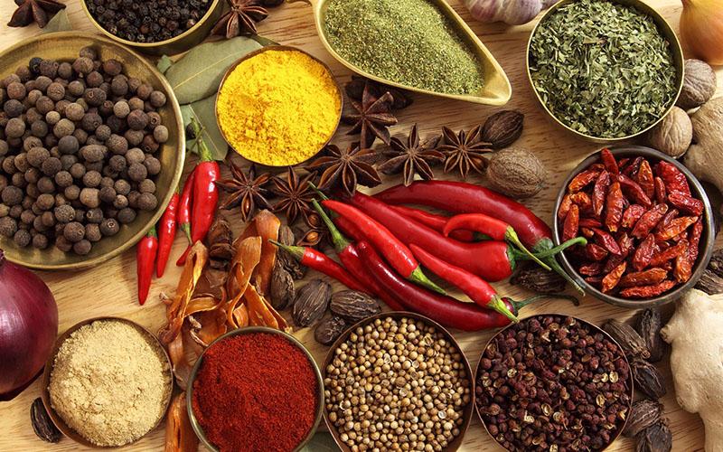 Thực phẩm cay nóng có thể khiến tình trạng viêm loét dạ dày trở nên nặng hơn