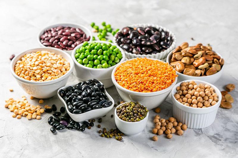 Để không gây ảnh hưởng xấu đến dạ dày, người bị viêm loét dạ dày nên hạn chế ăn các loại đậu