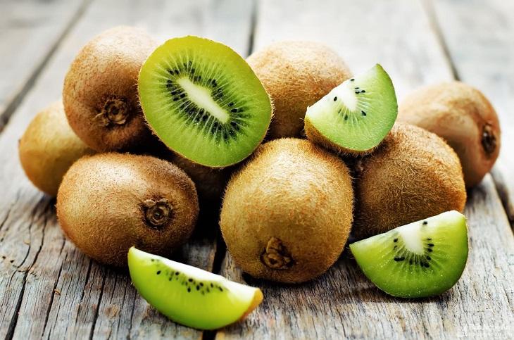 Kiwi giàu vitamin C giúp ngăn chặn sự hình thành các chất gây ung thư