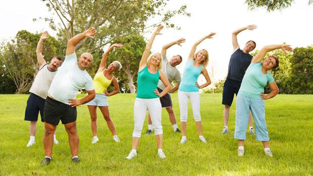 Đi bộ, bơi lội, tập yoga, tập thể dục dưỡng sinh