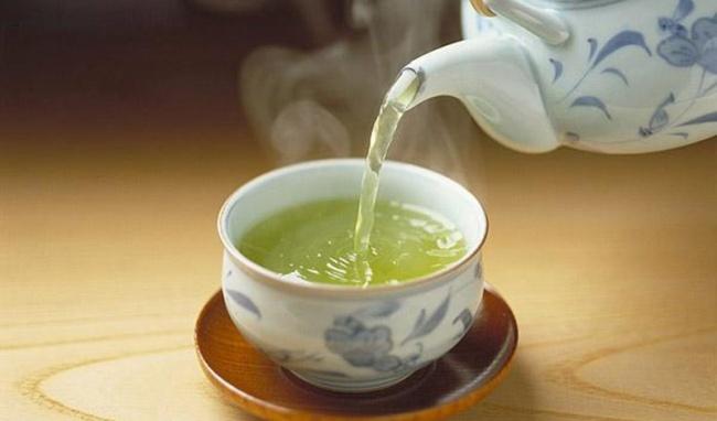 uống trà quá nóng